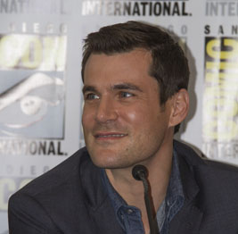 "WonderCon 2014 - Sean Maher on ""Son of Batman"" Panel & Signing"