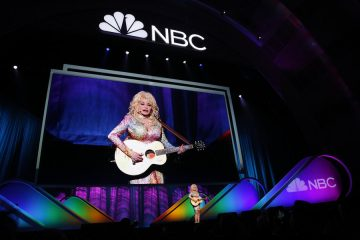 "NBCUNIVERSAL EVENTS -- 2015 NBC Upfront Presentation -- Presentation to Advertisers -- Pictured:  Dolly Parton ""Coat of Many Colors"" -- (Photo by: Paul Drinkwater/NBC)"