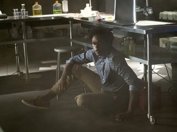 """Arrow -- """"Restoration"""" -- Image AR403A_0138b.jpg -- Pictured: Echo Kellum as Curtis Holt -- Photo: Diyah Pera /The CW -- © 2015 The CW Network, LLC. All Rights Reserved."""