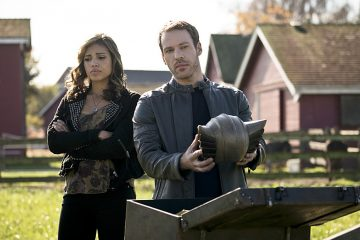 """Arrow -- """"Legends of Yesterday"""" -- Image AR408A_0027b.jpg -- Pictured (L-R): Ciara Renee as Kendra Saunders and Falk Hentschel as Carter Hall -- Photo: Katie Yu/ The CW -- © 2015 The CW Network, LLC. All Rights Reserved."""
